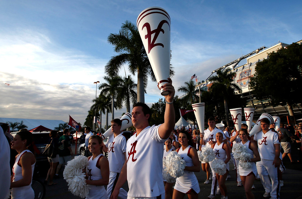 . Alabama Crimson Tide cheerleaders walk outside Sun Life stadium before the BCS National Championship college football game between Alabama and the Notre Dame Fighting Irish in Miami, Florida January 7, 2013. REUTERS/Mike Segar