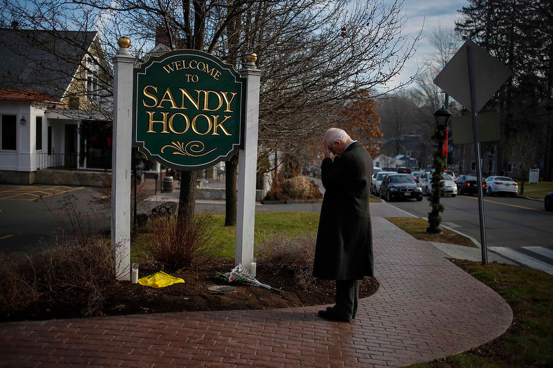 ". New Jersey resident Steve Wruble, who was moved to drive out to Connecticut to support local residents, grieves for victims of an elementary school mass shooting at the entrance to Sandy Hook village in Newtown, Connecticut December 15, 2012. Investigators have found ""some very good evidence\"" to explain what drove a 20-year-old gunman to slaughter 20 children and six adults at an elementary school in the small Connecticut town of Newtown, the site of one of the worst mass shootings in U.S. history, an official said on Saturday. REUTERS/Adrees Latif"