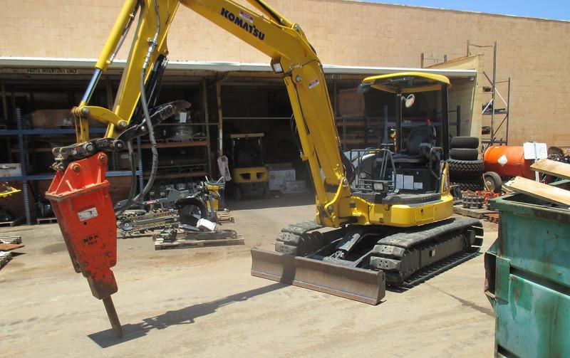 NPK PH3 hydraulic hammer on Komatsu mini excavator (6).JPG