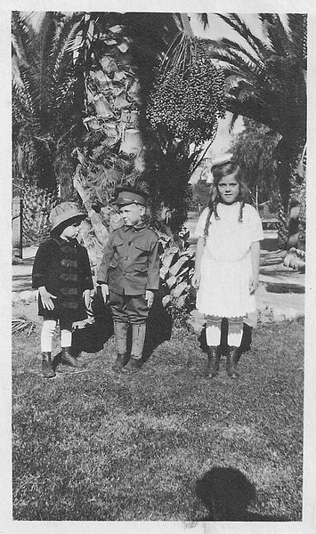 Gundlach_kids_palm_tree.jpg