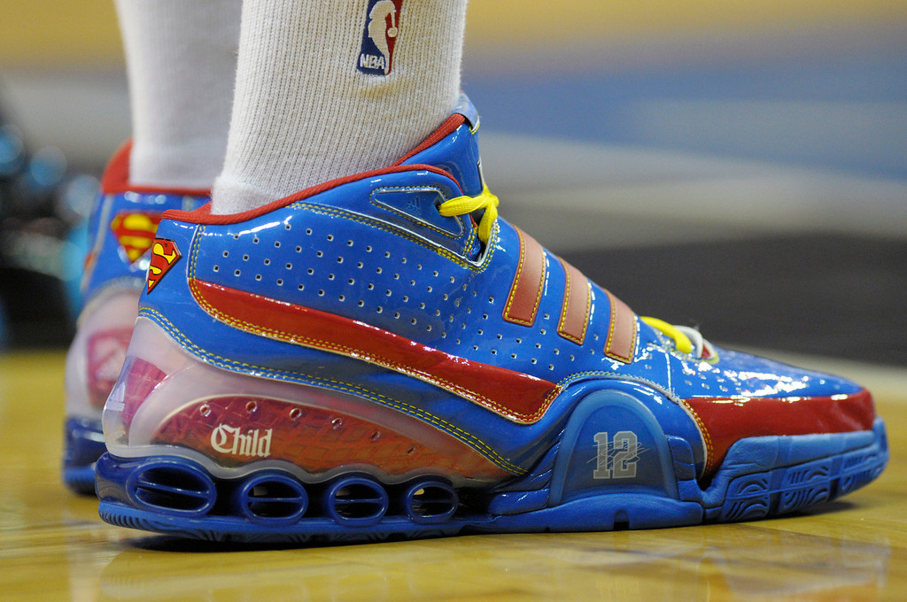 . Orlando Magic center Dwight Howard unveiled his special Christmas Day shoes sporting the Superman logo during an NBA basketball game against the New Orleans Hornets in Orlando, Fla., Thursday, Dec. 25, 2008.  The Magic won 88-68.  (AP Photo/Phelan M. Ebenhack)