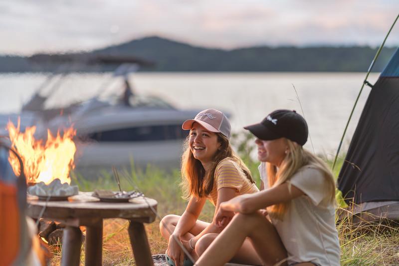 2021-SDX-270-Outboard-SDO270-lifestyle-family-camping-04247-select.jpg