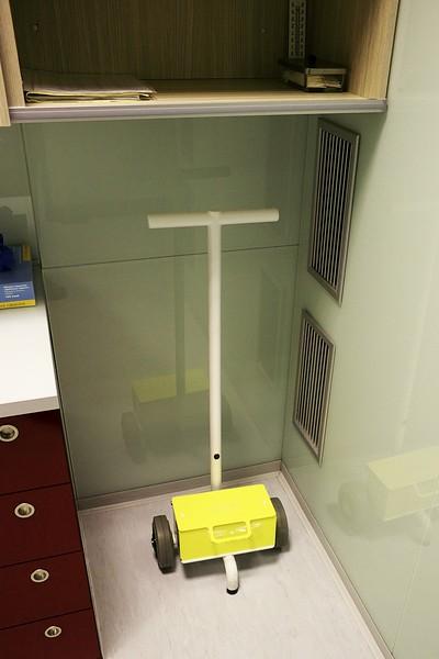 Stíněný vozík na převoz radioizotopu fluoru.