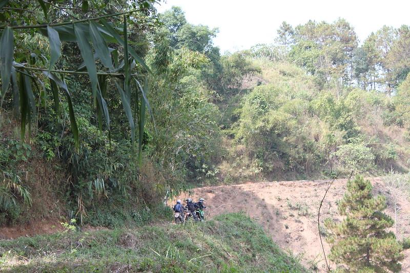 Heading towards Thoed Thai through the mountains