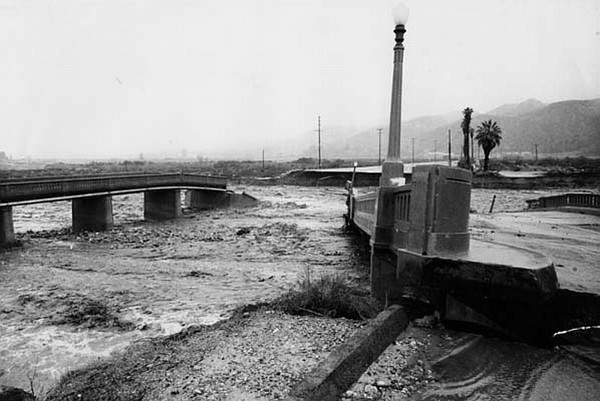 1969-Flood-BridgeCollapse02.jpg