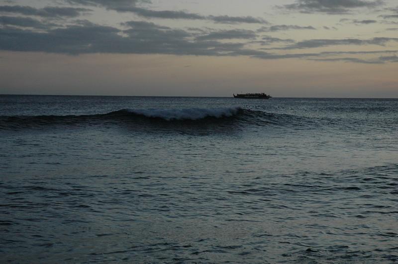 Hawaii - Ala Moana Beach Sunset-177.JPG