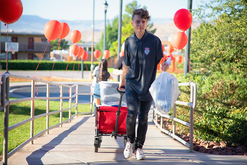 freshman move in day 2019-8902-Edit.jpg