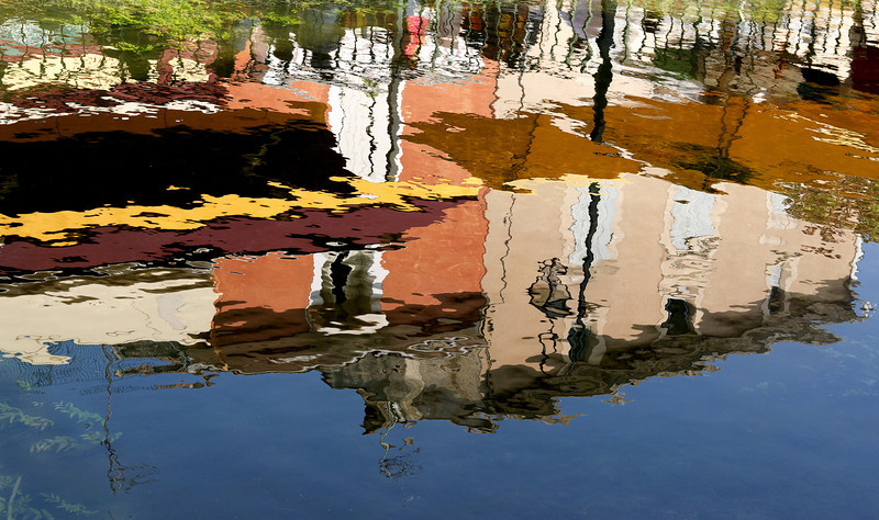 Reflection of the village on the River Sorgue.