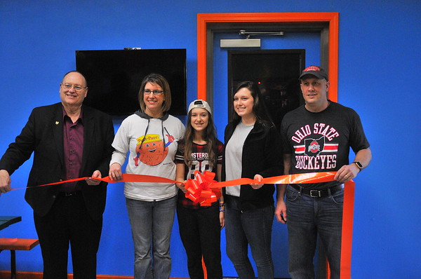 03-31-17 NEWS Putt-Putt Laser Tag ribbon cutting