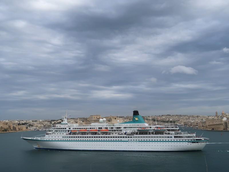 IMG_7224-cruise-ship.jpg