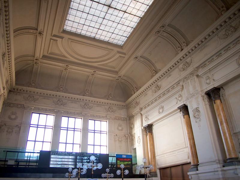 P7114190-station-interior.JPG