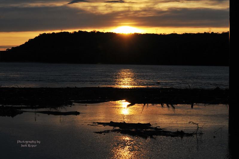011 Ohio River sunrise Kentucky side .jpg