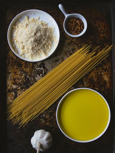 Spaghetti Aglio Olio ingredients 2.jpg