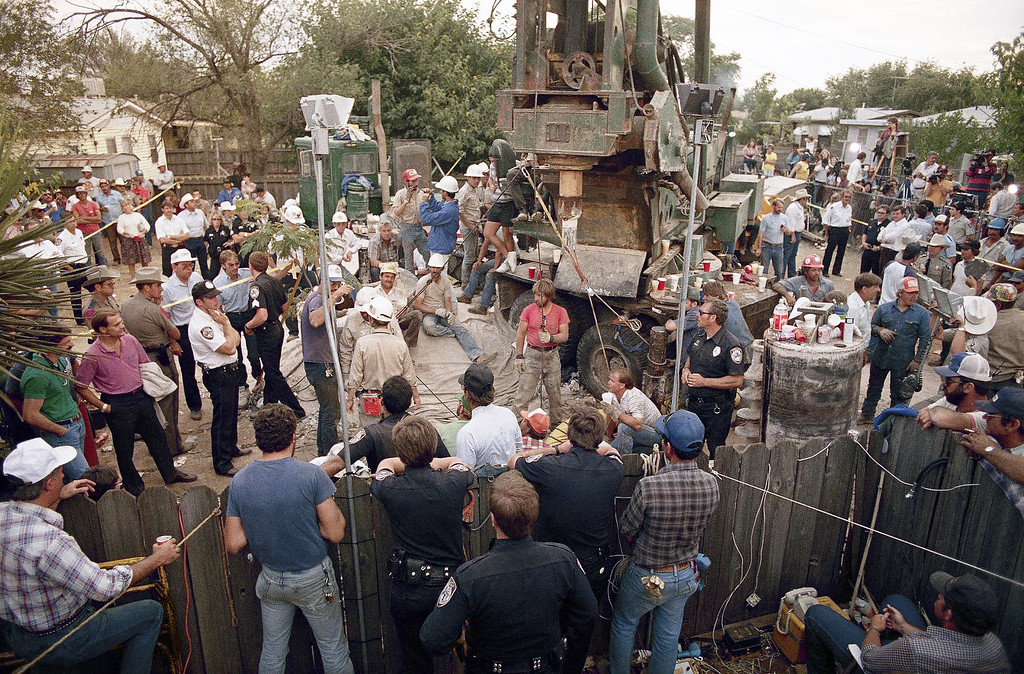 . Rescuers prepare to lower a volunteer into a well parallel to the one 18-month-old Jessica McClure fell into, during rescue efforts in Midland, Texas, Oct. 17, 1987. (AP Photo)