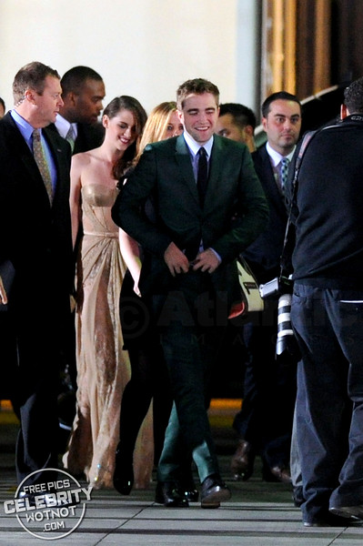 Robert Pattinson and Kristen Stewart Laughing On The Red Carpet For The Twilight Saga: Breaking Dawn Part 2