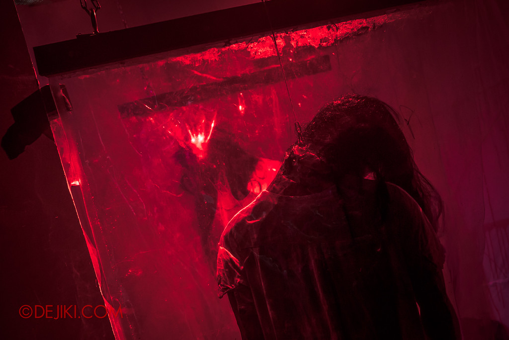 Halloween Horror Nights 7 - INSIDE THE MIND haunted house the kill body bags