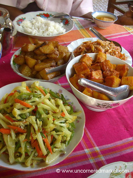Burmese Food, Vegetarian Feast - Bagan, Burma