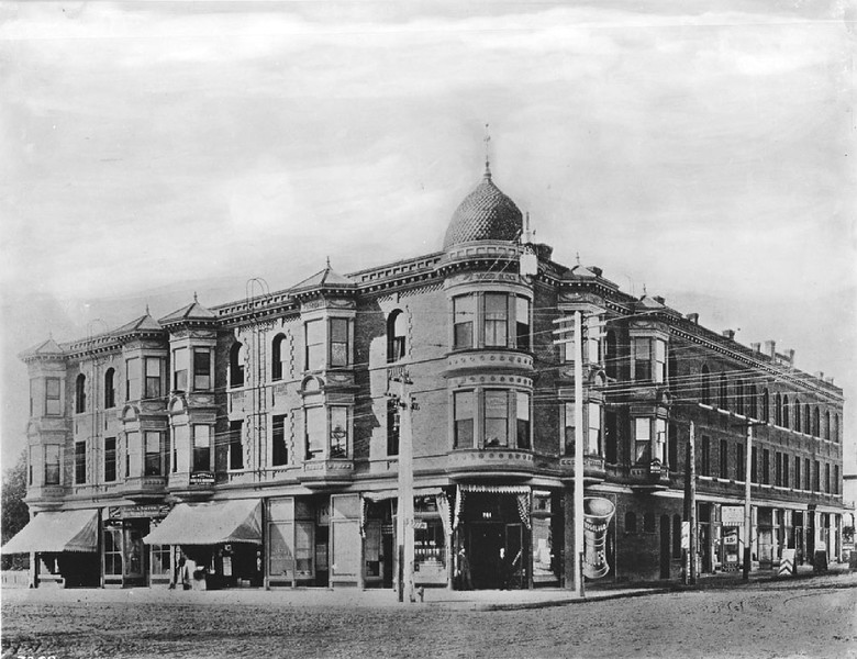 1910 - Vogel Block building on the southwest corner of Seventh Street and Broadway, Los Angeles