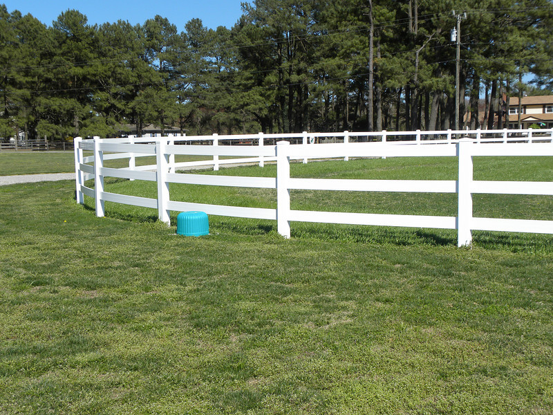 curved 3 rail horse fence