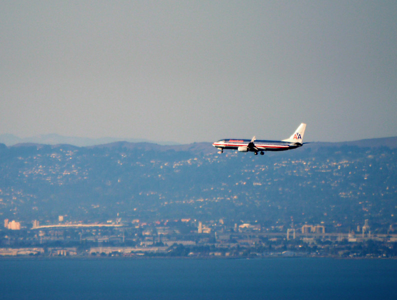 American Airlines flight coming to SFO.