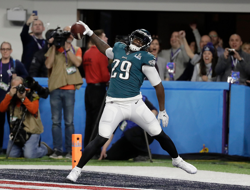 . Philadelphia Eagles\' LeGarrette Blount celebrates his touchdown run during the first half of the NFL Super Bowl 52 football game against the New England Patriots Sunday, Feb. 4, 2018, in Minneapolis. (AP Photo/Mark Humphrey)