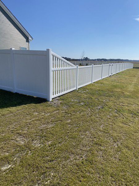 6 foot privacy fence transition to 4 foot closed picket design