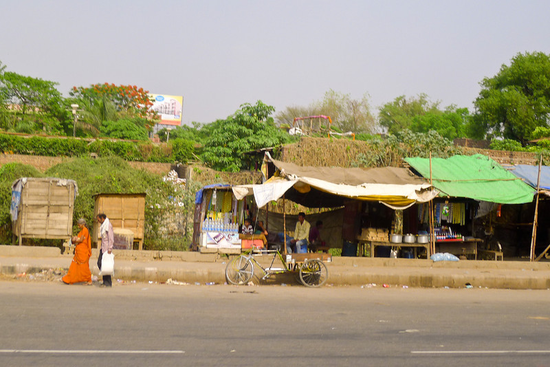 Another roadside market with bicycle