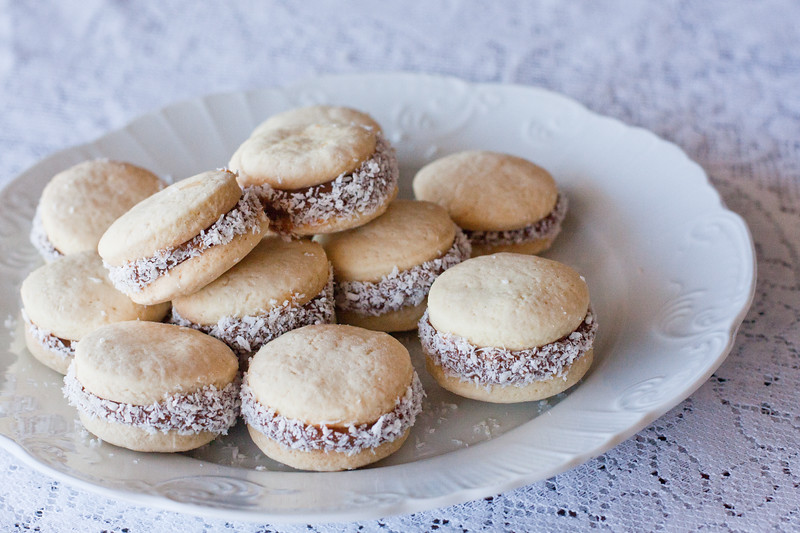 cooking-alfajores-on-table_5748734601_o.jpg