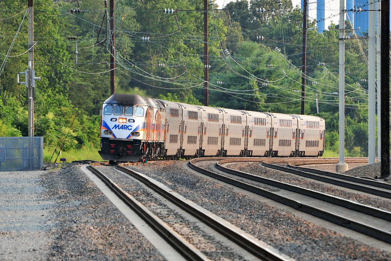 Led by a pair of MP-36's, MARC train 642 approaches Odenton with another load of weary commuters.