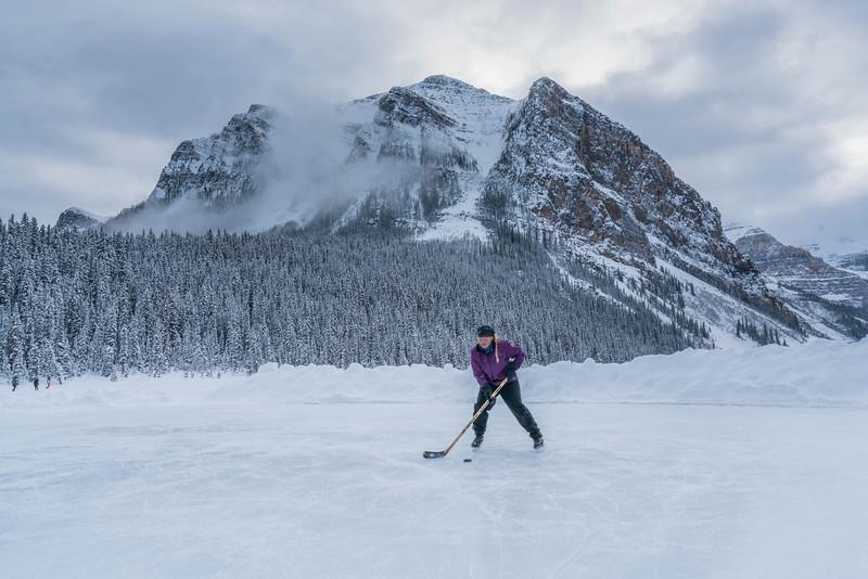 skating-on-lake-louise-5.jpg