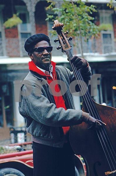 Fiddler, Cafe de' Monde 85.21.138.jpg