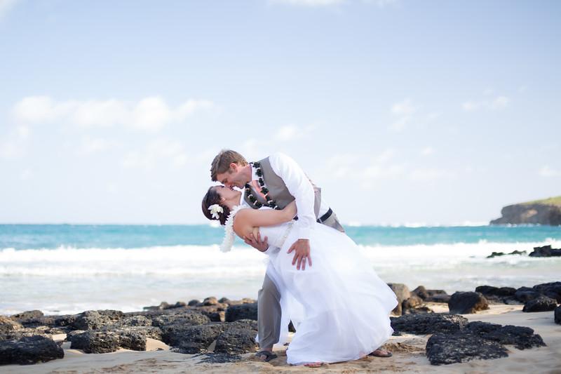 gillin beach kauai wedding-152.jpg