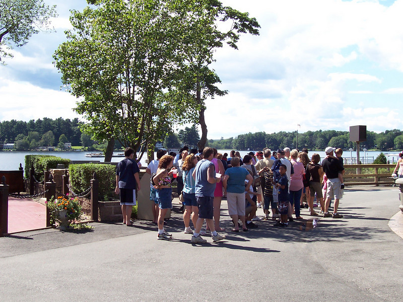 The Lakeside Canobie Express train station queue at 3:09pm.