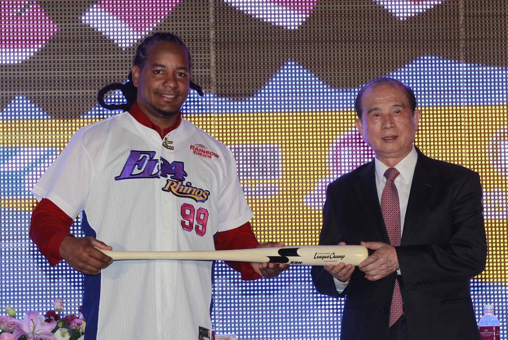 ". <p>5. MANNY RAMIREZ <p>All-time cheat now admitting �mistakes,� starting with his conception. (unranked) <p><b><a href=\' http://msn.foxsports.com/mlb/story/manny-ramirez-acknowledging-mistakes-chases-one-last-chance-031214\' target=""_blank\""> HUH?</a></b> <p>    (AP Photo/Wally Santana)"