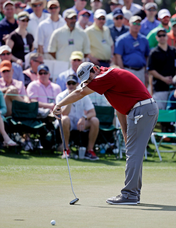 . Louis Oosthuizen, of South Africa, reacts after a missed putt on the ninth green during the second round of the Masters golf tournament Friday, April 11, 2014, in Augusta, Ga. (AP Photo/Darron Cummings)
