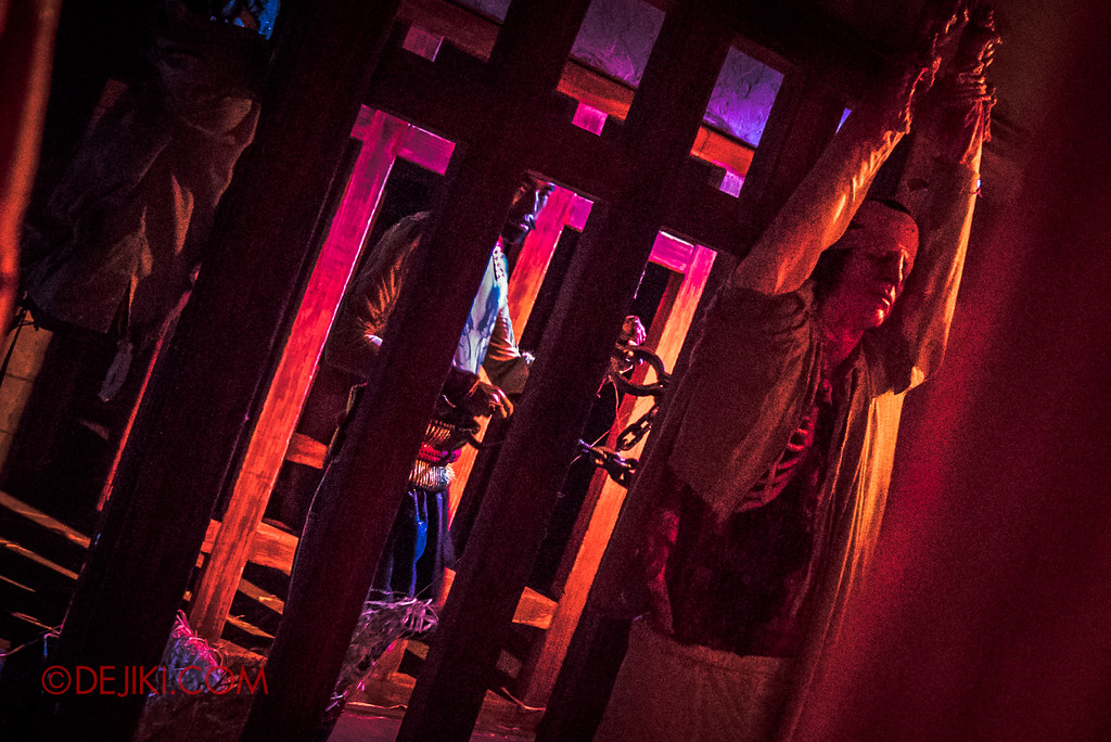 Halloween Horror Nights 7 Review - TERROR-Cotta Empress haunted house / Torture Prison