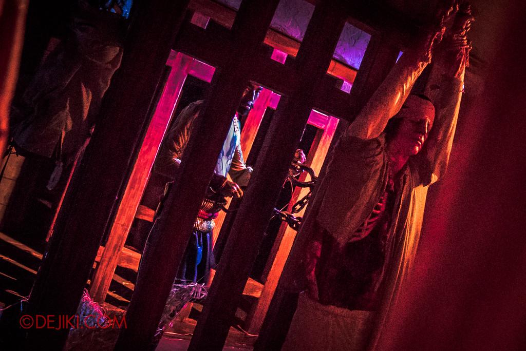 Halloween Horror Nights 7 Review - TERROR-Cotta Empress haunted house / Torture Prison