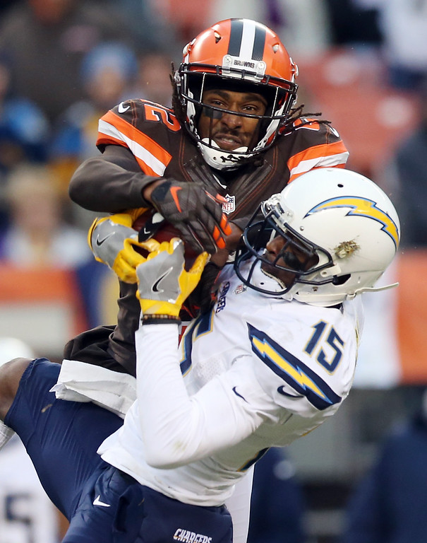 . San Diego Chargers wide receiver Dontrelle Inman (15) cannot hold onto a pass under pressure from Cleveland Browns cornerback Tramon Williams (22) in the second half of an NFL football game, Saturday, Dec. 24, 2016, in Cleveland. (AP Photo/Aaron Josefczyk)