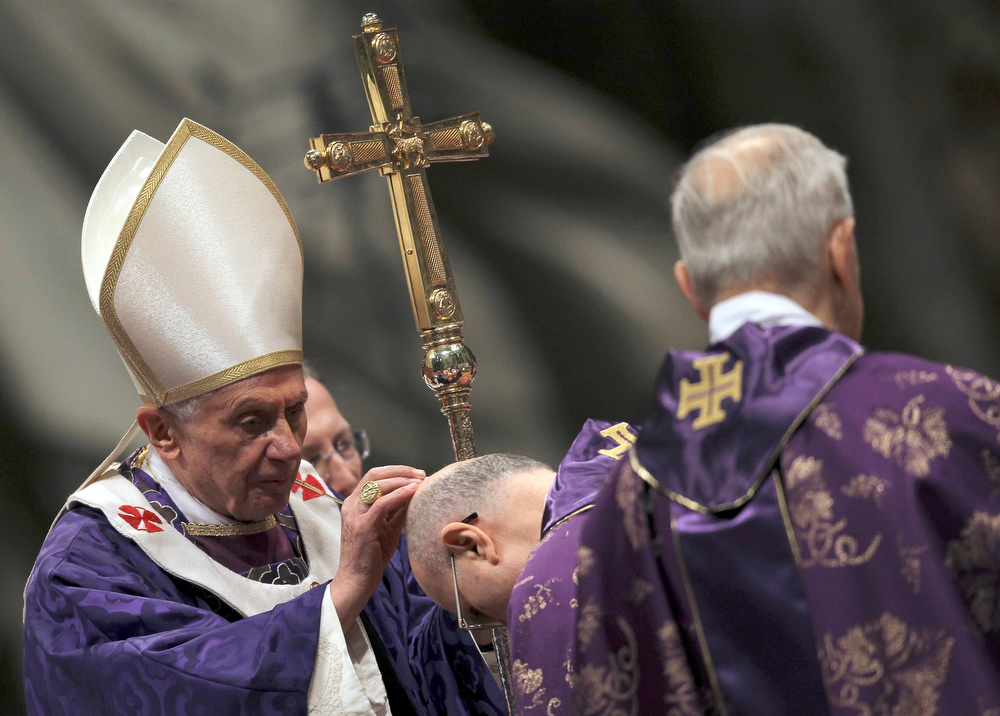 Description of . Pope Benedict XVI sprinkles ashes on Cardinal Tarcisio Bertone (C) during the Ash Wednesday mass at the Vatican February 13, 2013. Thousands of people are expected to gather in the Vatican for Pope Benedict's Ash Wednesday mass, which is expected to be his last before leaving office at the end of February. REUTERS/Alessandro Bianchi