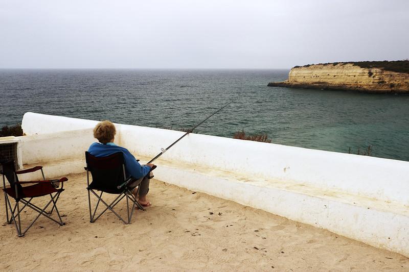 Pohodové rybaření na třicetimetrovém útesu