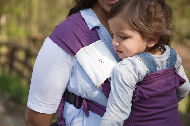 Izmi_Baby_Carrier_Cotton_Midnight_Purple_Lifestyle_Front_Carry_Shoulder_Pad.jpg