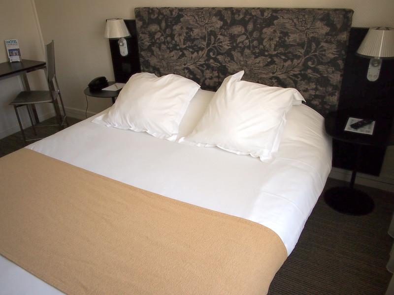 P7246051-bed.JPG