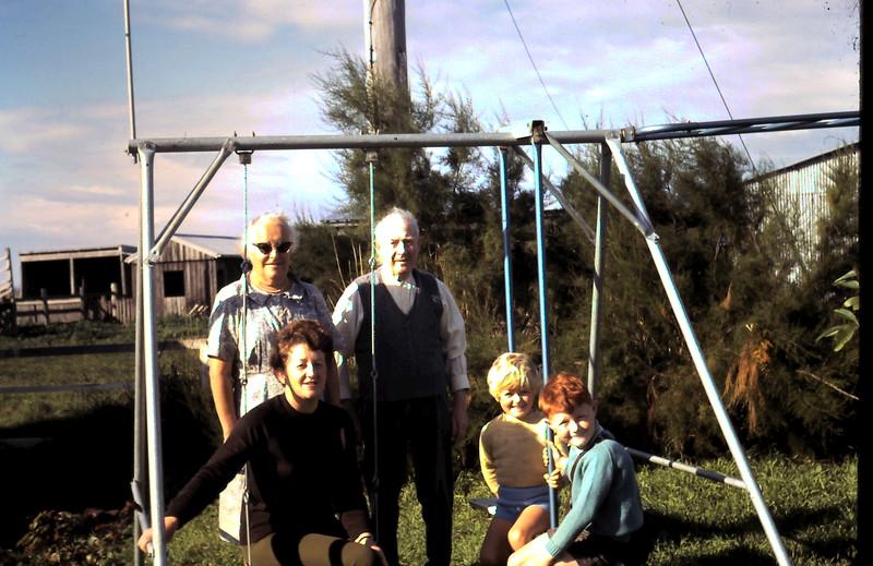 1969-4-2 (8) David 5 yrs 4 mths, Susan 3 yrs 7 mths with Grandma, Grandpa & Mavis.JPG