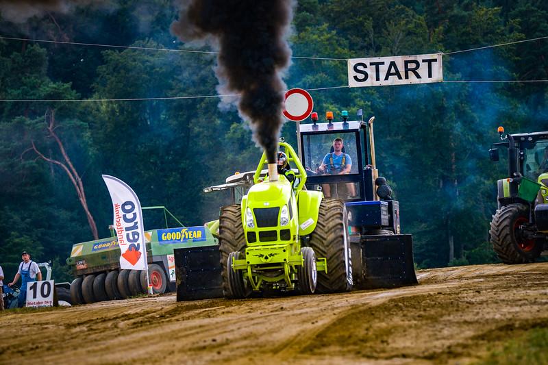 Tractor Pulling 2015-02517.jpg
