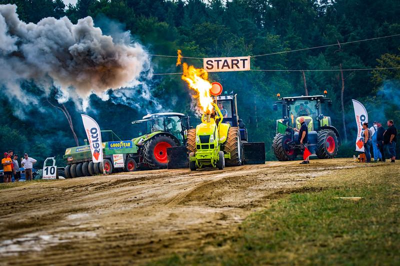 Tractor Pulling 2015-02513.jpg