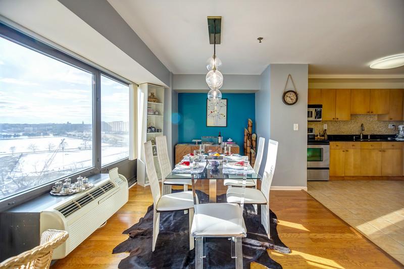 300 Riverfront 10A-9.jpg