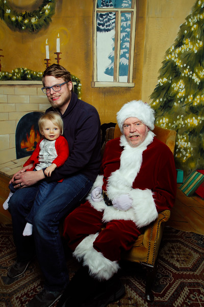 Pictures with Santa Earthbound 12.2.2017-067.jpg