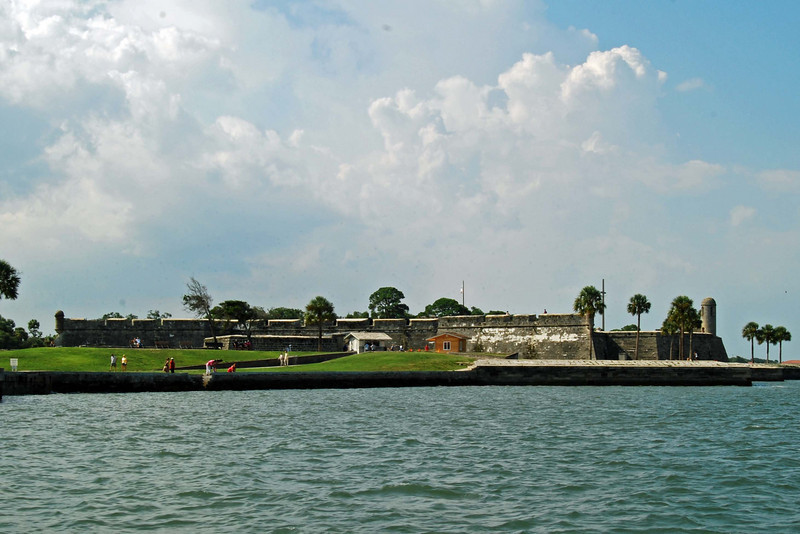 2831 St Augustine Spanish fort from the sea.jpg
