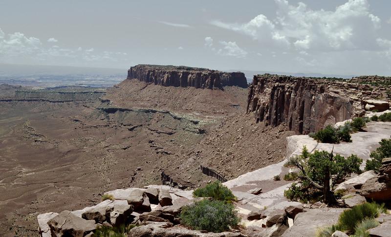 2013-Canyonlands-NP-overlook-undersaturatd.jpg