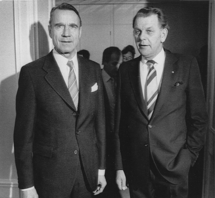 . FILE - In this file photo dated April 28, 1982, Finland\'s President Mauno Koivisto, left, is pictured with Sweden\'s premier, Torbjorn Falldin at the Government House in Stockholm, Sweden, April 28, 1982.  Koivisto was Finland�s last president during the Cold War who led the Nordic nation out of the shadow of its huge eastern neighbor, the Soviet Union, and into the European Union. He died May 12 at age 93. (AP Photo/FILE)
